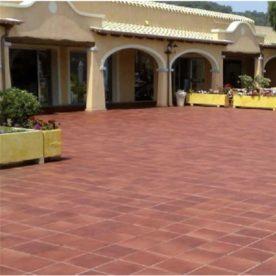piatra naturala rosie terasa curte